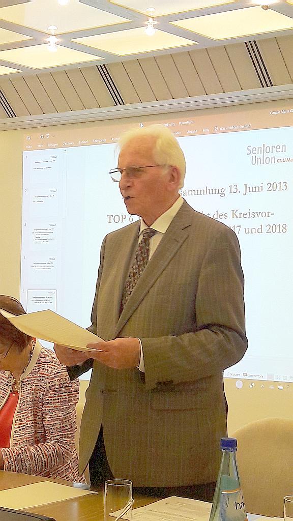 Gerhard Hübel bei seinem Rechenschaftsbericht