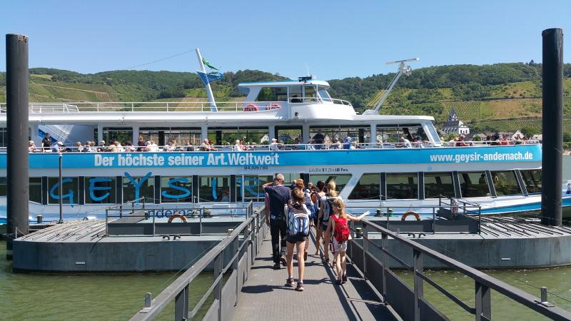 Rheinschiff zum Geysir