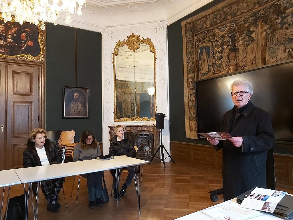 Klaus Schulz (rechts) referiert im Festsaal des Erthaler Hofes