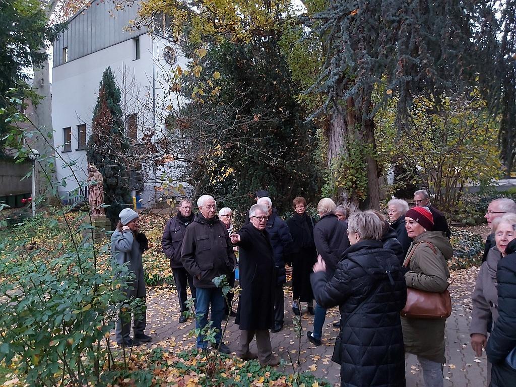 Im Garten des Maria-Ward-Gymnasiums